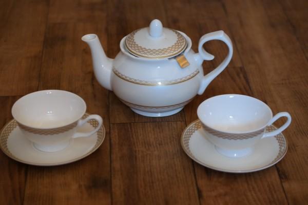 Teekanne mit 2 Tassen