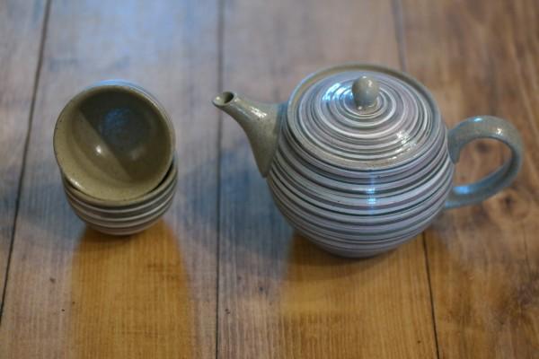 Teekanne 0,4 l mit 2 kleinen Schalen